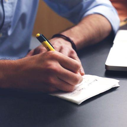 Du bist Dienstleister, Handwerker oder Freelancer? Dann überzeugst Du Kunden nur, wenn Du ein Angebot schreibst, das sie nicht ablehnen können.