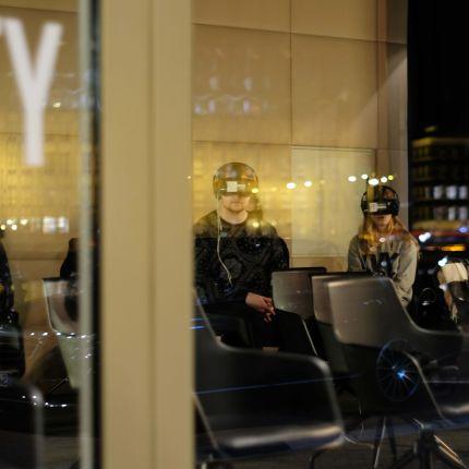 Aktuell bringt IKEA mit der neuen IKEA Place App den Handel in Deutschland ins Schwitzen. Doch wie nützlich ist Augmented Reality eigentlich?