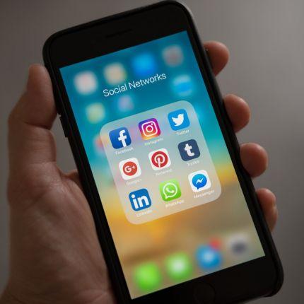 Im B2B wächst die Bedeutung von Social Media Marketing aus einem einfachen Grund: Einkäufer und Entscheider recherchieren vornehmlich online.