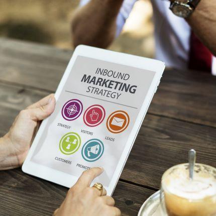 Wer nach einem bestimmten Produkt sucht, informiert sich heutzutage umfassend und nutzt dafür die unterschiedlichsten Online-Kanäle.