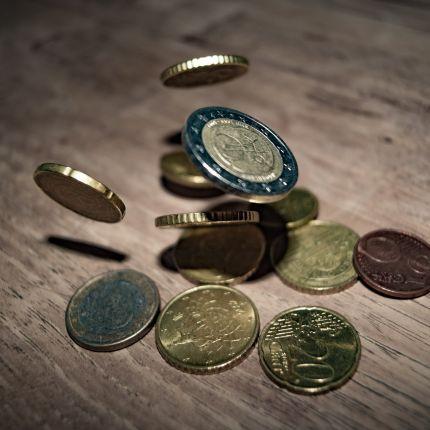 Der Onlinehandel blüht. Doch welche Bezahlsysteme sind online am beliebtesten? Zwei Umfragen.