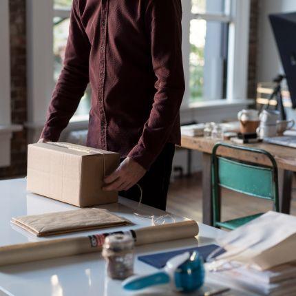 Unter dem Kürzel VerpackG tritt am 01.01.2019 das neue Verpackungsgesetz in Deutschland in Kraft. Was ändert sich dadurch für  Online-Händler?