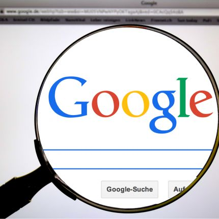 Beim Online-Marketing handelt es sich um eine Marktform, die mithilfe von digitalen Marketing-Instrumenten funktioniert.