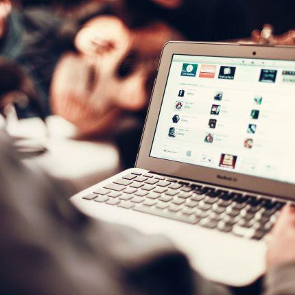 Wie schafft man es Menschen online zu erreichen.