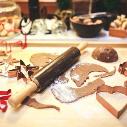 Warum wird im Advent so gerne gebacken und was kommt dabei bevorzugt aufs Blech? Wir stellen Dir die Plätzchen-Studien vor.
