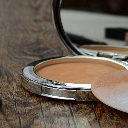 Lippenstift, Parfum und Make-up, immer mehr Menschen kaufen Kosmetikartikel nicht mehr nur im Ladengeschäft, sondern ordern sie auch online.