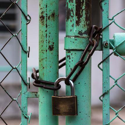 """""""Wanna Cry"""" und """"Petya"""" stellen klar: Unternehmen müssen zunehmend in die IT-Sicherheit investierten. Doch was bedeutet das für Dich als KMU?"""