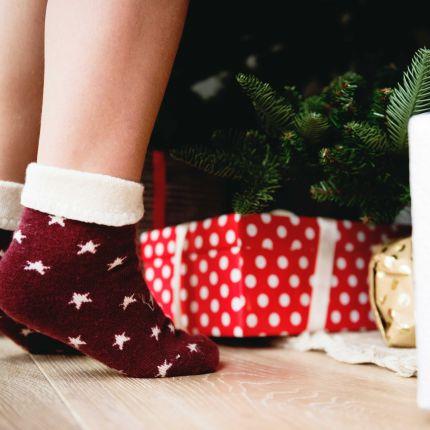 Die meisten Deutschen hassen Geschenke kaufen, lieben aber das Dekorieren. Grund genug, die Dekotrends zu Weihnachten 2017/18 genauer zu beleuchten.